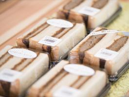 森岡養豚の豚肉を使ったロースカツサンドイッチ