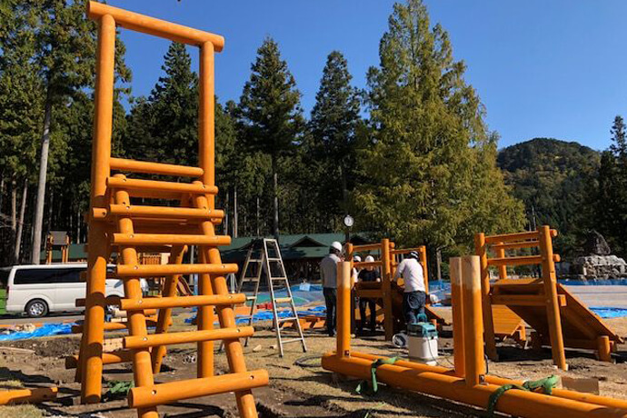 谷汲緑地公園に新しい木製遊具が完成しました!